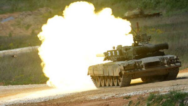 T-80 tankı, Moskova Bölgesi'nde Ordu-2015 uluslararası askeri teknik forumuna hazırlık kapsamında teçhizat sergisinde. - Sputnik Türkiye