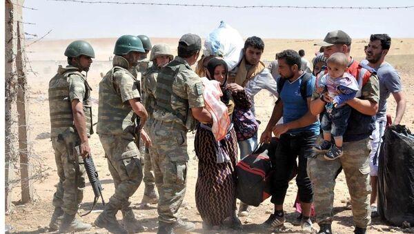 Türkiye'ye geçmek isteyen Suriyeliler - Sputnik Türkiye
