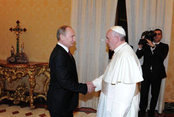 Vladimir Putin & Papa Francis - Sputnik Türkiye