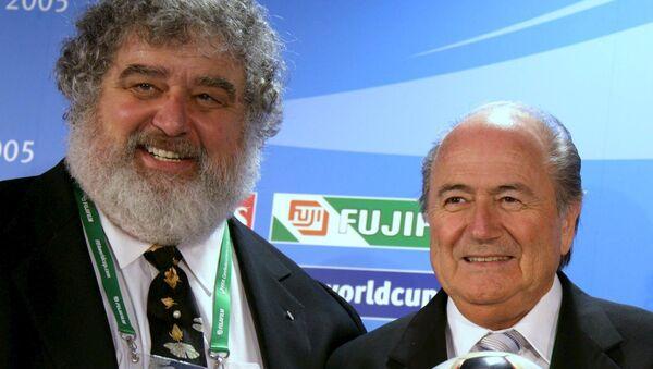 FIFA eski yöneticilerinden Chuck Blazer- FIFA Başkanı Sepp Blatter - Sputnik Türkiye