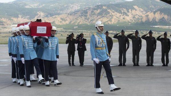 9. Cumhurbaşkanı Süleyman Demirel'in naaşı, TSK'ya ait uçakla Isparta'ya getirildi. - Sputnik Türkiye