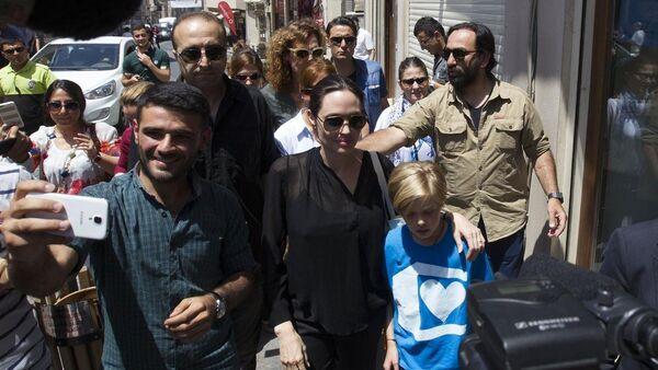 Angelina Jolie Mardin'de - Sputnik Türkiye