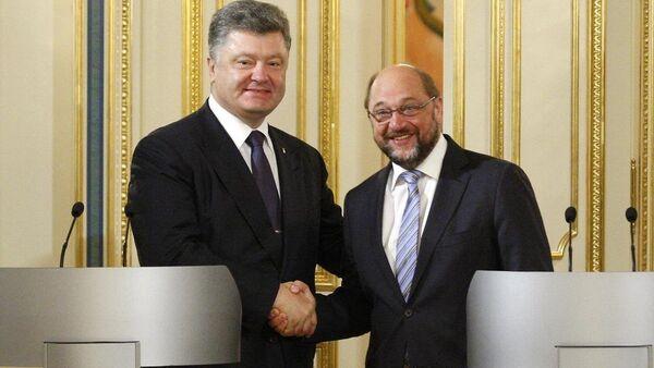 Martin Schulz & Pyotr Poroşenko - Sputnik Türkiye