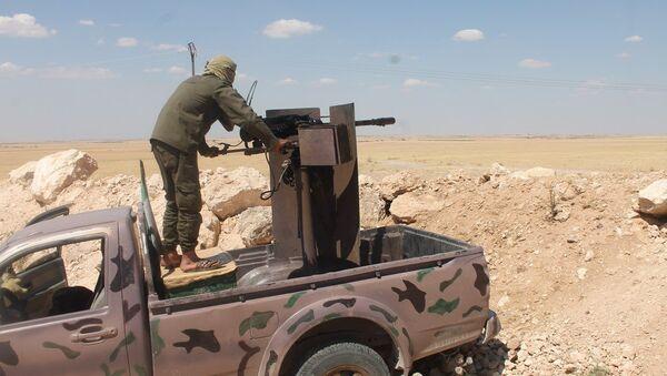 Rakka ile Tel Abyad arasında bulunan Ayn İsa kasabası civarında YPG ile IŞİD arasında çatışmalar sürüyor. - Sputnik Türkiye