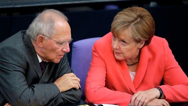Wolfgang Schaeuble - Angela Merkel - Sputnik Türkiye
