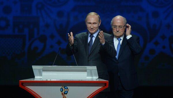 Vladimir Putin, 2018 FIFA Dünya Kupası Elemeleri kura çekiminde - Sputnik Türkiye