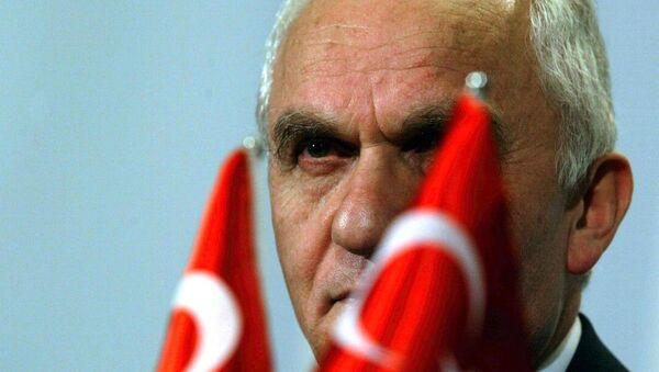 Eski Dışişleri eski Bakanı Yaşar Yakış - Sputnik Türkiye