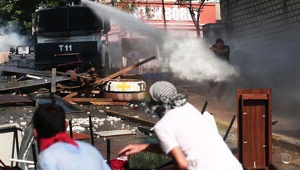 Gazi mahallesinde polis müdahalesi - Sputnik Türkiye