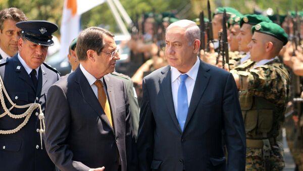 İsrail Başbakanı Benyamin Netanyahu, Kıbrıs ziyareti çerçevesinde Rum lider Nikos Anastasiadis ile Başkanlık Sarayı'nda bir araya geldi. Netanyahu'yu Rum Başkanlık Sarayı'nda resmi törenle karşıladı. - Sputnik Türkiye