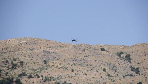 Şemdinli'de Piyade Uzman Çavuş Sarpkaya'nın şehit edildiği saldırı sonrası sikorsky ve kobra helikopterlerin de destek verdiği operasyon başlatıldı. - Sputnik Türkiye