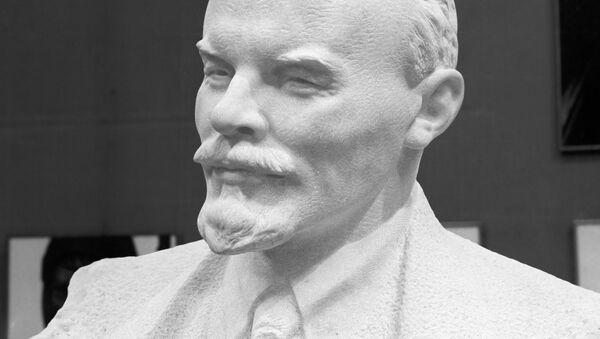 Nikolay Tomski'nin Vladimir Lenin heykeli - Sputnik Türkiye