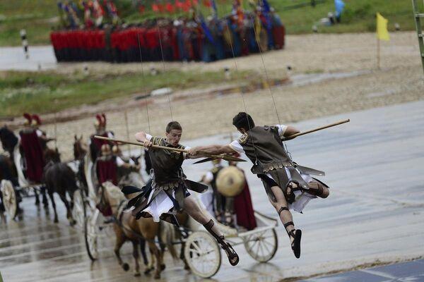 Uluslararası Ordu oyunlarında yarışlar öncesi resmi açılış töreni düzenlendi. Törende geçmişden günümüze ordunun hikayesi sahneye taşındı - Sputnik Türkiye