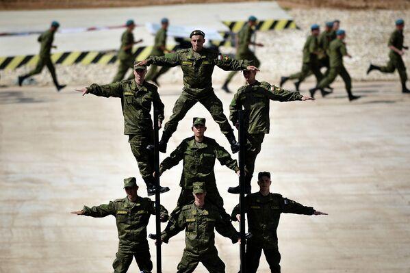 2015 Uluslarası Ordu Oyunları açılış töreninde Rus askerleri - Sputnik Türkiye