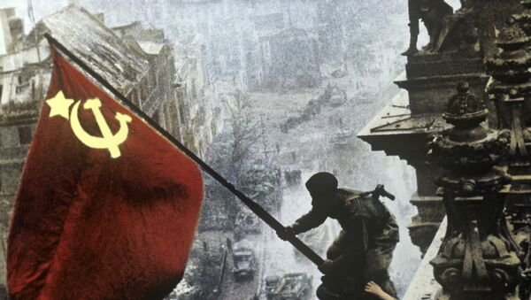 Reichstag'da Sovyetler Birliği bayrağı - Sputnik Türkiye