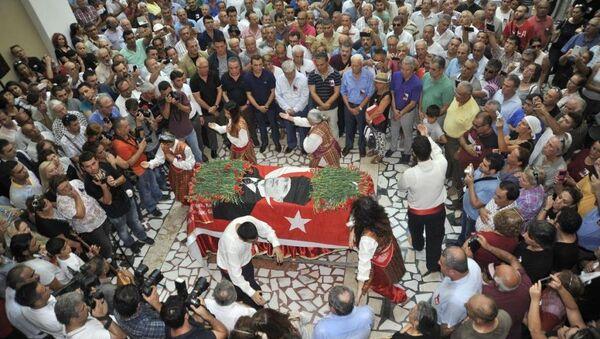 Fikret Otyam cenaze - Sputnik Türkiye