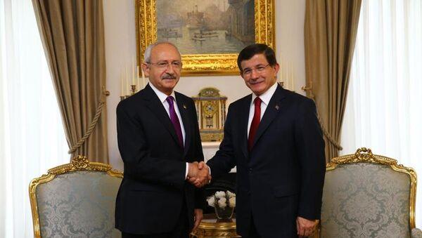 Başbakan Ahmet Davutoğlu ile CHP Genel Başkanı Kemal Kılıçdaroğlu - Sputnik Türkiye