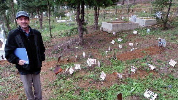 Depremde izin kaybetti,  15 yıl sonra mezarını buldu - Sputnik Türkiye