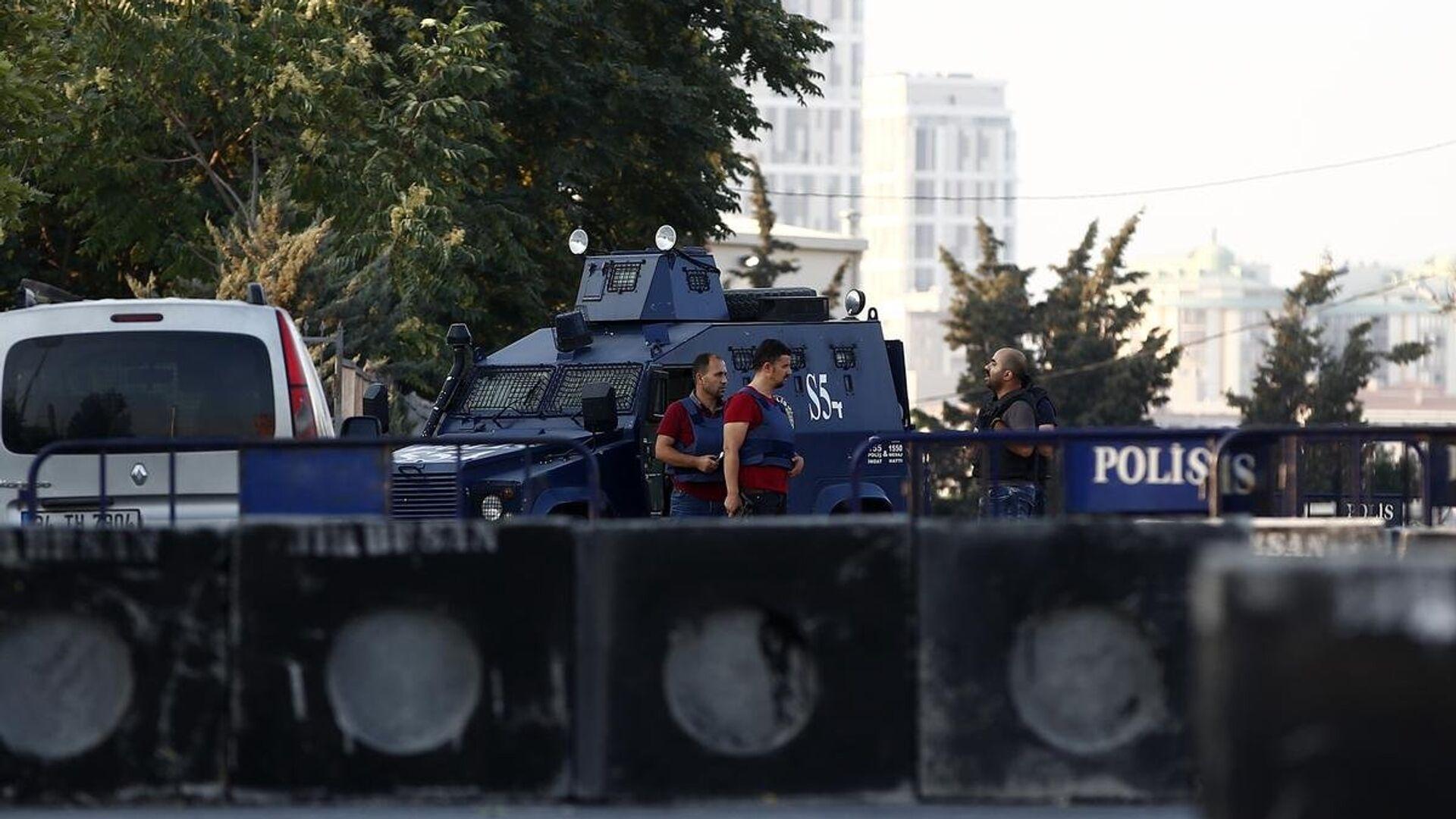İstanbul'da polis merkezine silahlı saldırı - Sputnik Türkiye, 1920, 19.08.2021