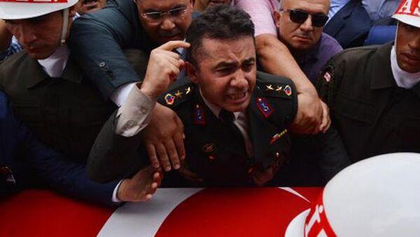 Şehit yüzbaşının yarbay ağabeyi isyan etti - Sputnik Türkiye