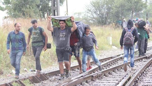 Makedonya sınırında kaçakların Avrupa yürüyüşü - Sputnik Türkiye