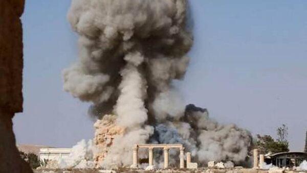 IŞİD Palmira'daki tapınağın patlatılma görüntülerini yayınladı - Sputnik Türkiye