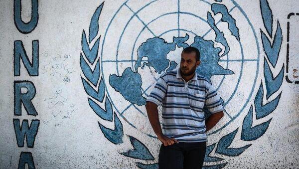 UNRWA'nın faaliyet gösterdiği Gazze, Batı Şeria, Lübnan, Suriye ve Ürdün'de 'iş sağlama çalışmalarını' askıya alma ve yardımları azaltma kararı aldığına dair basında haberler yer almış, ancak iddialara ilişkin resmi bir açıklama yapılmamıştı. - Sputnik Türkiye