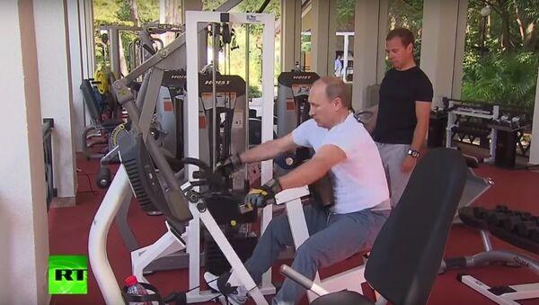 Putin ve Medvedev sporda - Sputnik Türkiye
