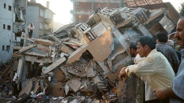 Marmara Depremi'nden en fazla hasar gören bir diğer kent olan Yalova'da resmi rakamlara göre 13 bin 939 bina yerle bir olmuştu. - Sputnik Türkiye