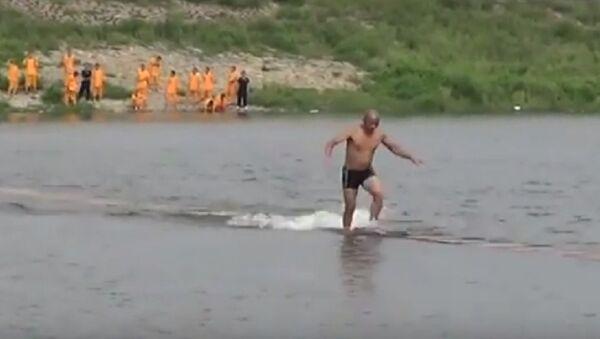 Şaolin rahibi su yüzeyinde 125 metre koştu - Sputnik Türkiye