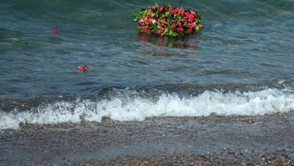 Küçük Aylan, cansız bedeninin vurduğu sahilde anıldı - Sputnik Türkiye