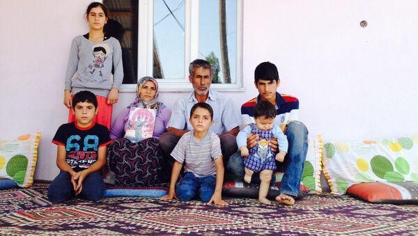 Asker Serter Taş'ın ailesi, bir an önce oğullarına kavuşmak istediklerini söyledi. - Sputnik Türkiye