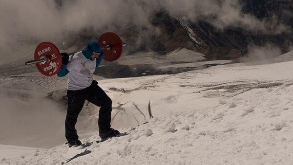 75 kiloluk halterle Elbrus'u fethetti - Sputnik Türkiye