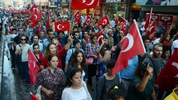 Türkiye'nin hemen hemen bütün illerinde, vatandaşlar, sivil toplum kuruluşu ve siyasi parti temsilcileri, Dağlıca ve Iğdır'daki saldırılara tepki gösterdi. - Sputnik Türkiye