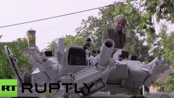 Cameron'un evinin önünde tanklı protesto - Sputnik Türkiye