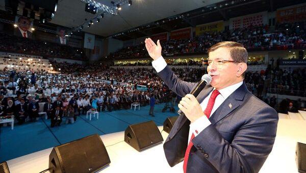 Başbakan Ahmet Davutoğlu, AK Parti 5. Olağan Büyük Kongresi'ne katılarak konuşma yaptı. - Sputnik Türkiye