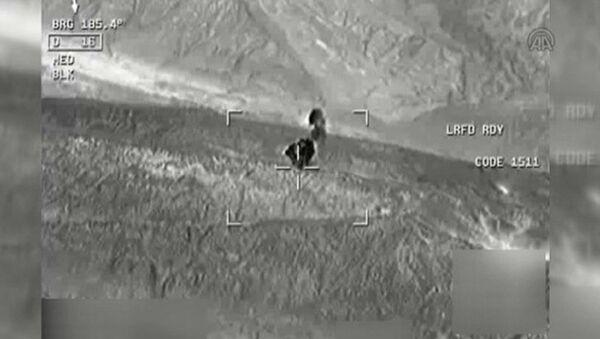 PKK'nın mühimmat deposunun imhası havadan görüntülendi - Sputnik Türkiye