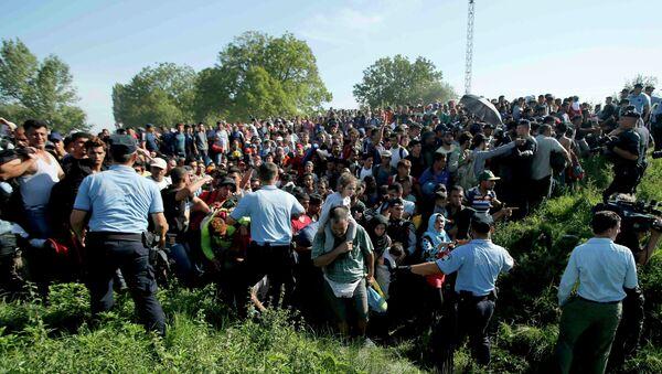 Hırvatistan'da sığınmacılarla polis arasında ilk arbede - Sputnik Türkiye