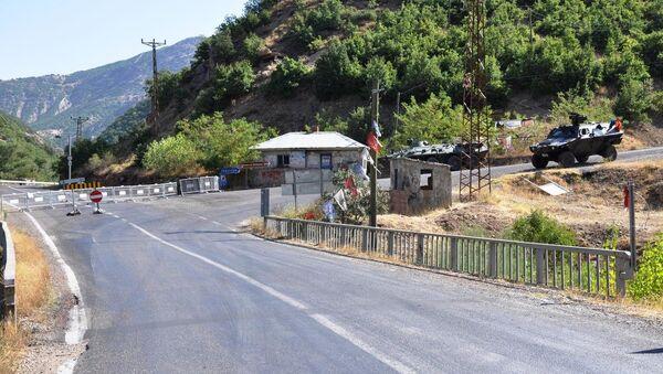 Tunceli'de güvenlik gerekçesiyle iki ilçe yolu ulaşıma kapatıldı - Sputnik Türkiye