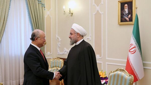 Uluslararası Atom Enerjisi Kurumu (IAEA) Başkanı Yukiya Amano- İran Cumhurbaşkanı Hasan Ruhani - Sputnik Türkiye