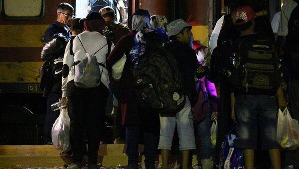 İngiltere Suriyeli sığınmacılara kapılarını açtı - Sputnik Türkiye