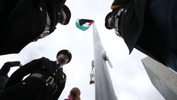 Filistin Devleti bayrağı BM'de göndere çekildi - Sputnik Türkiye