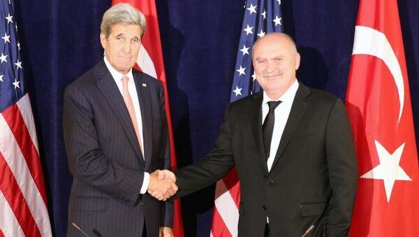 ABD Dışişleri Bakanı John Kerry- Dışişleri Bakanı Feridun Sinirlioğlu - Sputnik Türkiye