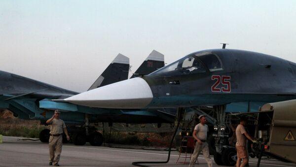 Suriye'deki  Hmeimim Hava Üssü'ndeki Rus Su-34 jetleri / Fotojet - Sputnik Türkiye