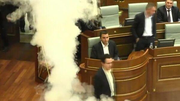 Kosova meclisine biber gazı atıldı - Sputnik Türkiye