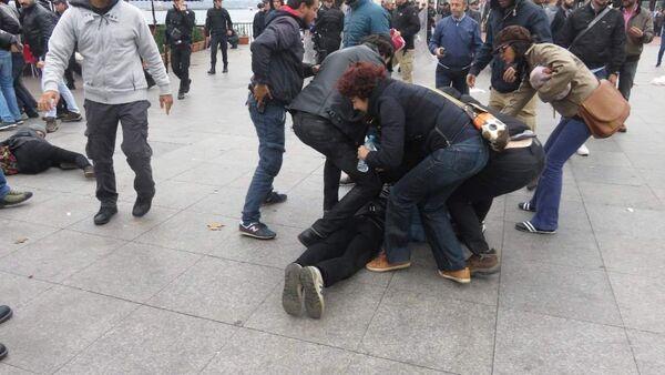 Kadıköy'de Ankara saldırısını protesto etmek isteyenlere polis engeli - Sputnik Türkiye
