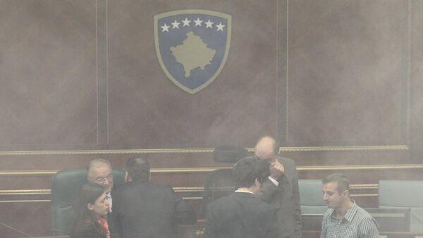 Kosova Parlamentosu'nda biber gazı - Sputnik Türkiye