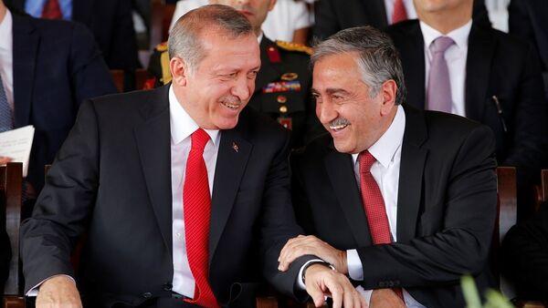 KKTC Cumhurbaşkanı Mustafa Akıncı - Türkiye Cumhurbaşkanı Recep Tayyip Erdoğan - Sputnik Türkiye
