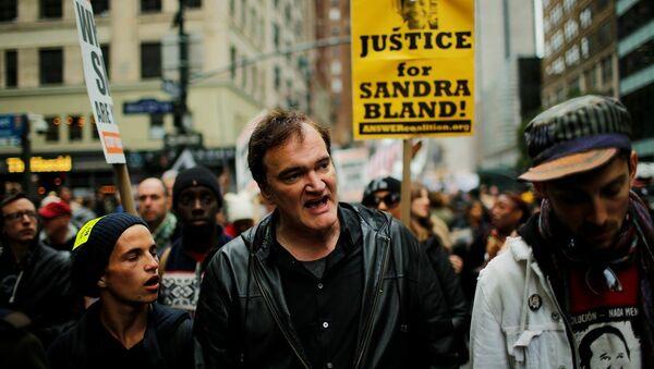 Yönetmen Quentin Tarantino New York'ta polis şiddetine karşı düzenlenen eyleme katıldı. - Sputnik Türkiye