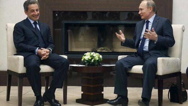Rusya Devlet Başkanı Vladimir Putin ve Fransa eski Cumhurbaşkanı Nicolas Sarkozy - Sputnik Türkiye