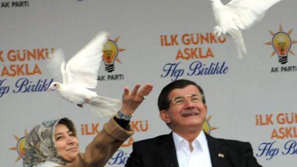 Davutoğlu, Diyarbakır'da 'beyaz güvercin' uçurdu - Sputnik Türkiye